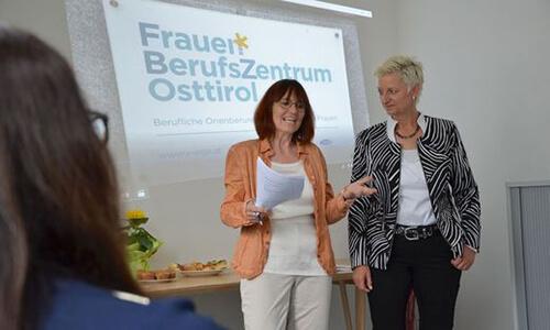 Beraterin Manuela Brandstätter, AMS-Leiterin Doris Batkowski und FBZ-GF Itta Tenschert Itta Tenschert (v.l.)