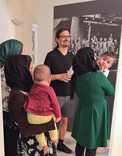 Dr. Martin Kofler mit BesucherInnen
